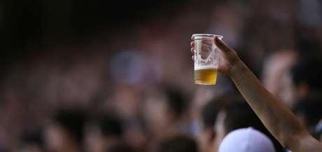 Governo de São Paulo vetou projeto de lei que liberaria bebidas alcoólicas nos estádios (Foto:Reprodução)