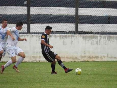 Mayco, atacante do Amparo, é o artilheiro do Campeonato Paulista da Segunda Divisão (Foto:Reprodução)