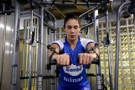 Bruna Honório na recuperação física (Orlando Bento/MTC)