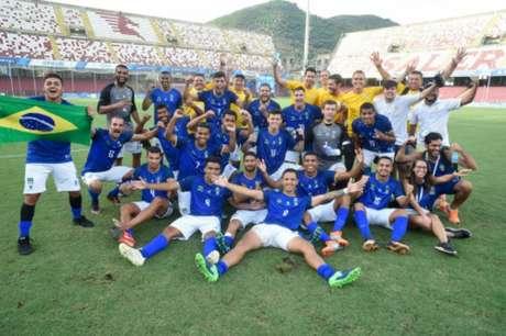 Seleção de futebol o Brasil festeja vitória sobre a Rússia e passagem à final da Universíade (Saulo Cruz/CBDU)
