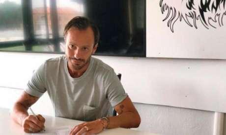 Gilardino assina seu primeiro contrato como treinador (Foto: Divulgação / Pro Vercelli)