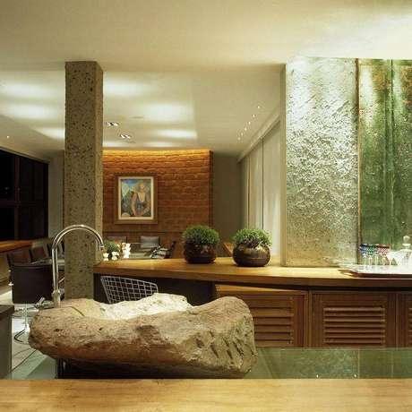 32. Revestimento para cozinha feito de cimento batido. Projeto por Sion Eduarda Correa