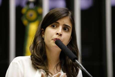 A deputada Tabata Amaral (PDT-SP) discursa no plenário da Câmara dos Deputados, em Brasília