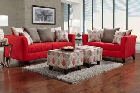 14. Conjunto de sofás vermelhos com criados e almofadas para sofá vermelho- Por: Pinterest