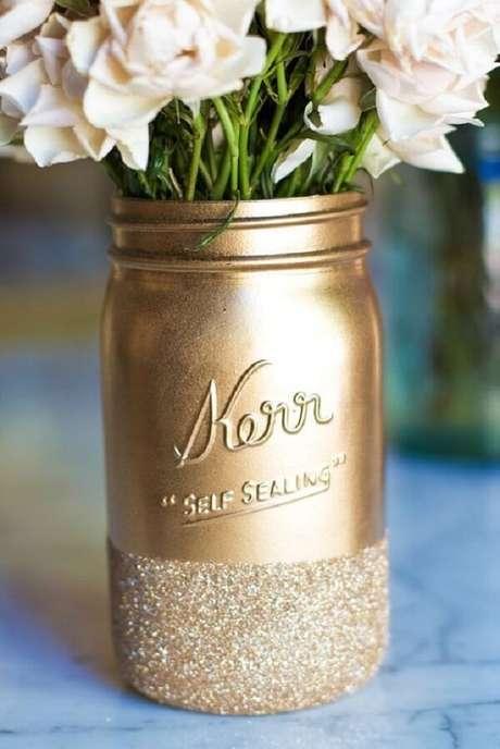 59.Vidros decorados com glitter dourado. Fonte: Pinterest