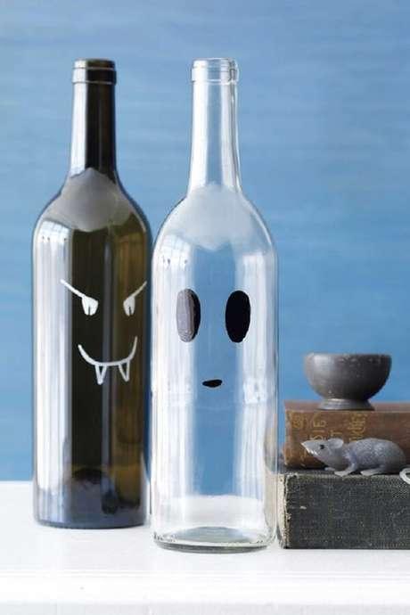 22. Garrafas de vinho de vidros decorados. Fonte: Pinterest
