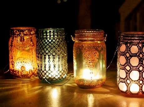 53. Lanterna marroquina criada com vidros decorados. Fonte: Pinterest