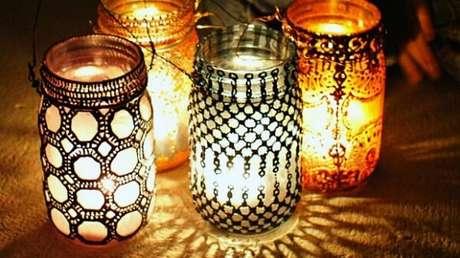 6. Lanterna marroquina criada com vidros decorados. Fonte: Pinterest
