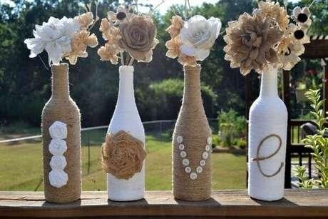 """23. A palavra """"Love"""" escrito em garrafa de vidros decorados. Fonte: Pinterest"""
