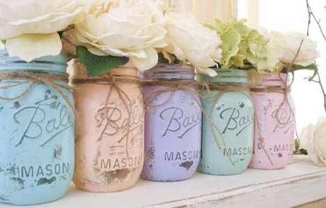 25. Os potes de vidros decorados receberam pintura em diferentes tonalidades. Fonte: Artesanato e Reciclagem