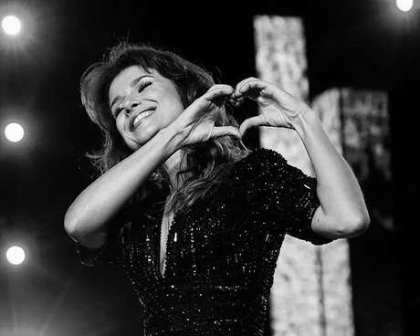 """Paula Fernandes lança versão ao vivo de """"Juntos"""", sem Luan Santana"""