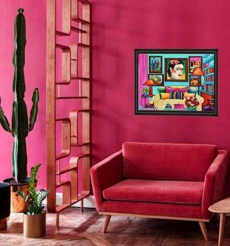 23. Que tal usar uma poltrona vermelha para sua sala ficar ainda mais bonita? – Por: Pinterest