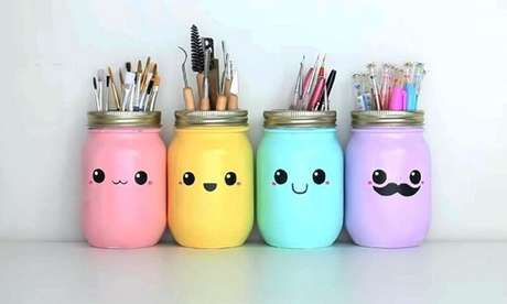 57. Vidros decorativos com desenho de emoji. Foto de Fernat