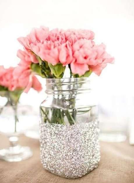 29. Potes de vidros decorados com purpurina prata. Fonte: Pinterest