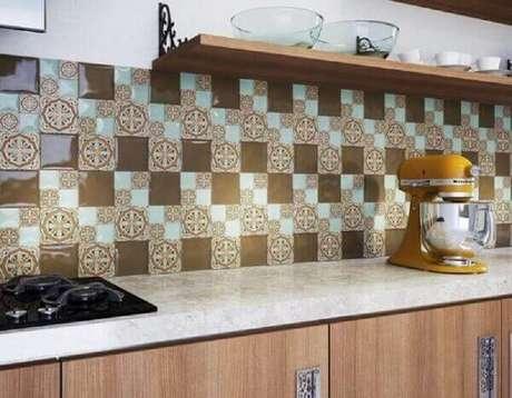 53- O revestimento para cozinha estampado é o principal destaque na decoração do ambiente. Fonte: Casa e Festa