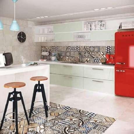 54- O revestimento para cozinha é usado no chão e na parede para destacar os ambientes. Fonte: Pinterest