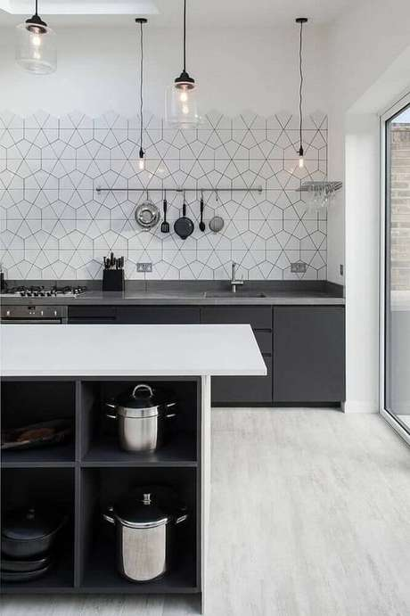 43. Delicado revestimento para cozinha com figuras geométricas.