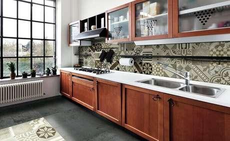 1. Revestimento para cozinha com ladrilho hidráulico. Fonte: Dicas de Mulher