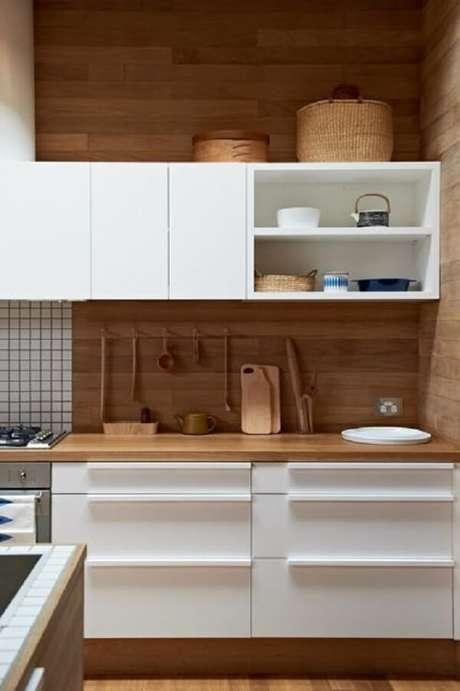 84. Revestimento para cozinha com madeira. Fonte: Pinterest