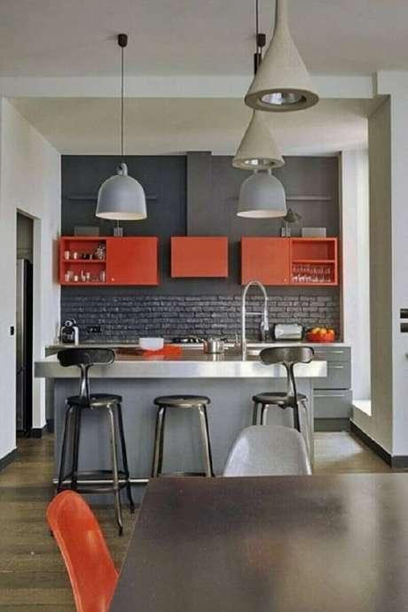 67- Revestimento para cozinha em tijolinho preto. Fonte: Pinterest
