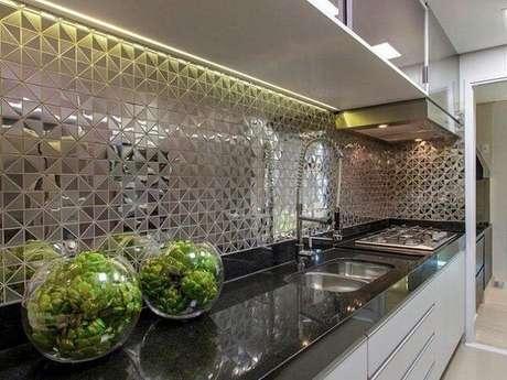 88. Revestimento para cozinha espelhado. Fonte: Pinterest