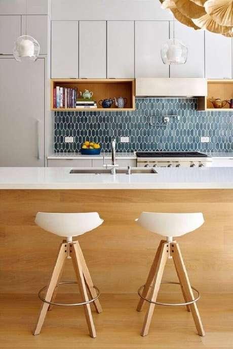72- O revestimento para cozinha geométrico é o principal destaque na decoração. Fonte: Pinterest