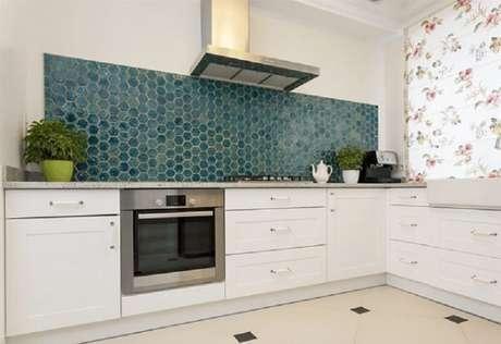 77- Revestimento para cozinha gourmet levam beleza e sofisticação ao ambiente. Fonte: Paysage Curitiba