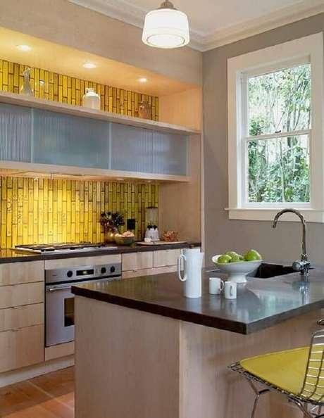 92. Revestimento para cozinha simulando a imagem de um bambu. Fonte: Pinterest