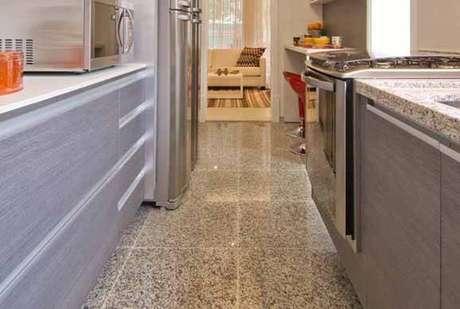 7. Piso e pia de granilite são muito utilizado como revestimento para cozinha
