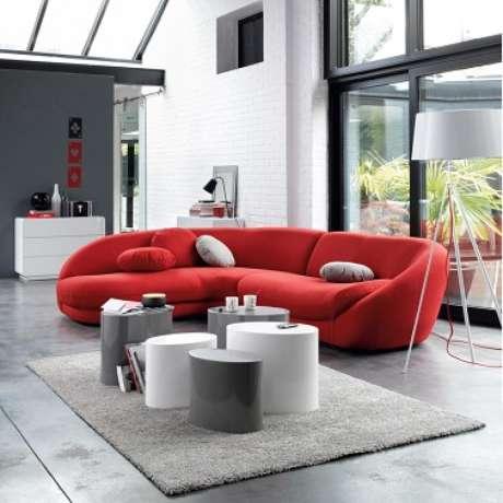 47. Sofá vermelho diferenciado parauma decoração cool – Por: Pinterest
