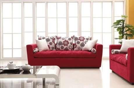 65. Sofá vermelho para sala de estar – Por: Mundo das Tribos