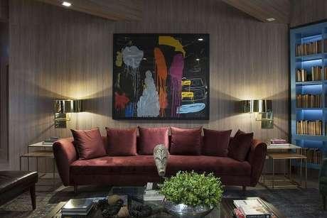75. Sofá vermelho para sala de estar fashion – Por: Galeria de Arte Luiz Sentinger
