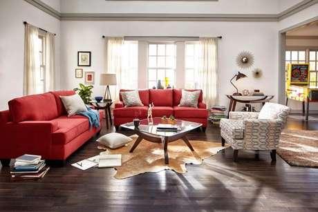 76. Sofá vermelho para sala de estar – Por: Value City