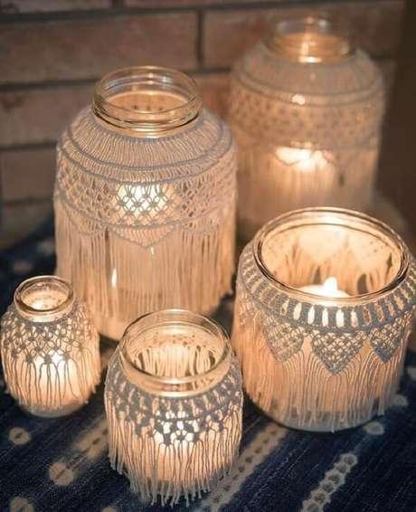 51. Vidros decorados com macramê. Fonte: Pinterest