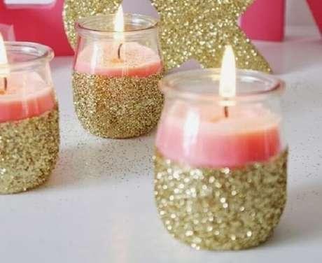44. Vidros decorados com purpurina dourada. Fonte: Pinterest