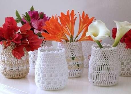 70. Vidros decorados com crochê. Fonte: Pinterest
