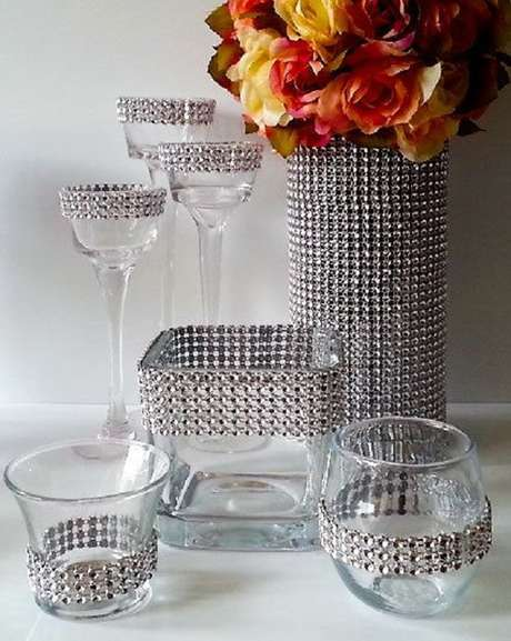 58. Vidros decorados com strass. Fonte: Pinterest