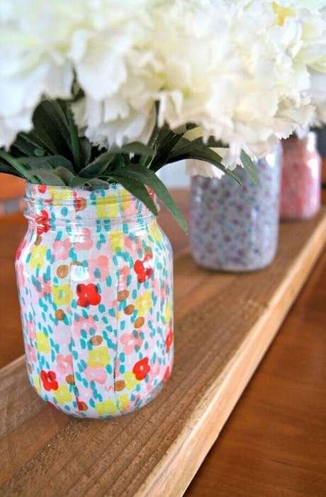 73. Vidros decorados com tecidos estampados. Fonte: Pinterest