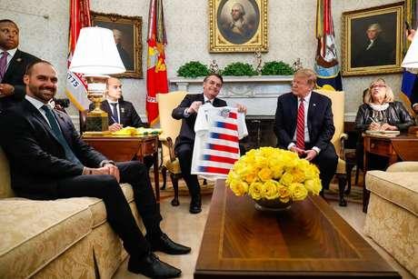O encontro de Donald Trump com Jair Bolsonaro e o filho na Casa Branca em março