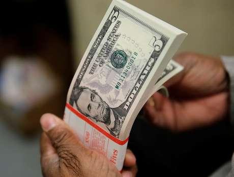 Notas de dólar  26/03/2015 REUTERS/Gary Cameron/