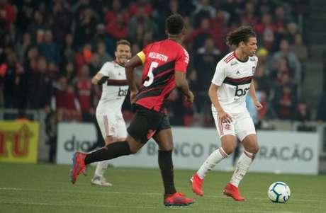 'Grama tem capacidade de absorção melhor', diz Rogério Garcia (Foto: Alexandre Vidal/Flamengo)