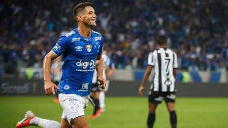 TN 10 foi decisivo na noite estrelada, com gol e grande atuação-(Vinnicius Silva/Cruzeiro)