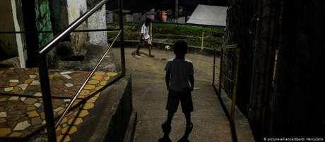 Trabalho infantil gera evasão escolar e afasta as crianças do lazer e do descanso, direitos garantidos por lei
