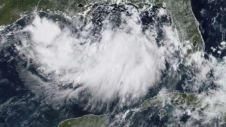 Imagem de satélite mostra a tempestade Barry sobre o Golfo do México