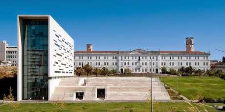 O prédio da reitoria da Universidade Nova de Lisboa, em Portugal; abertura do sistema universitário do país facilitou entrada de brasileiros