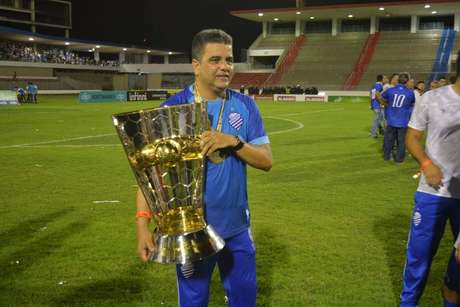 Vila Nova age rápido e confirma Marcelo Cabo, ex-CSA, como novo técnico.
