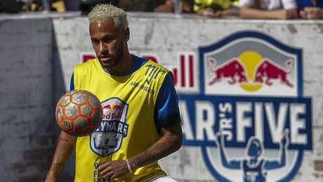 Após lesão que o tirou da Copa América, Neymar voltou a bater bola neste sábado (Foto: Miguel SCHINCARIOL / AFP)