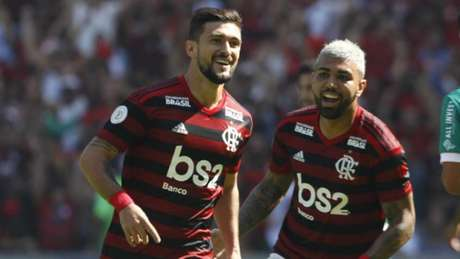 Meia marcou três vezes na goleada por 6 a 1 (Paulo Sergio/Agência F8)
