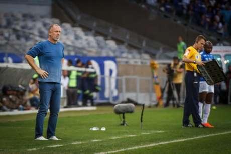 Mano Menezes reclamou da pouca força ofensiva do Cruzeiro contra o Botafogo- (Vinnicius Silva/Cruzeiro)