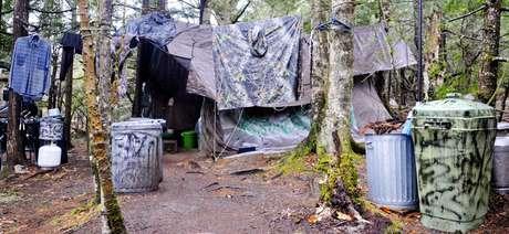 O acampamento de Knight ficava em uma pequena clareira próxima a um lago chamado North Pond